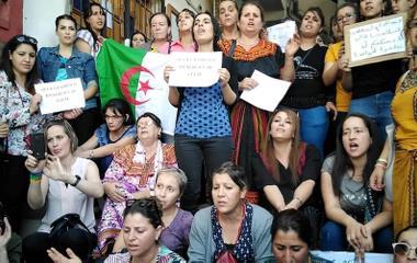 «Kvinner i Algerie som protesterer mot nedstengning av kirker»