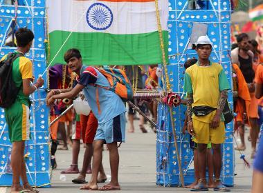 Hinduiska ungdomar, många av dem från extremistiska grupper, under en pilgrimsvandring.