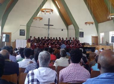 En gudstjänst i en kyrka i Asmara (kyrkan på bilden har inget samband med texten).