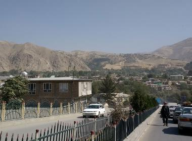 Trafik på en gata i Afghanistan.