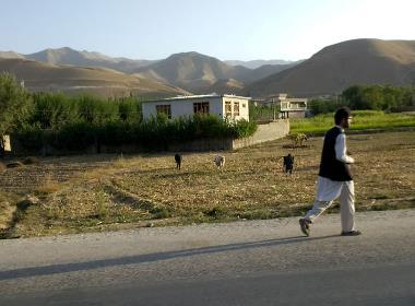 En man på en gata i nordöstra Afghanistan (mannen på bilden har inget samband med texten).