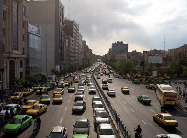 En trafikerad gata i Irans huvudstad Teheran.