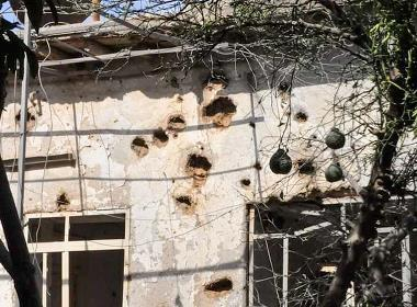 Ett hus i Qamishli som skadades under offensiven i oktober.