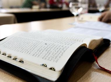 """Lokala myndigheter hävdar att kyrkan har använts för att """"illegalt trycka upp biblar och publikationer avsedda för evangelisation""""."""