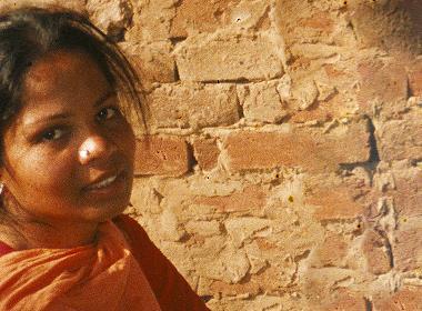 Fembarnsmamman Asia Bibi, som egentligen heter Aasiya Noreen, är efter tio år nu återförenad med sin familj.