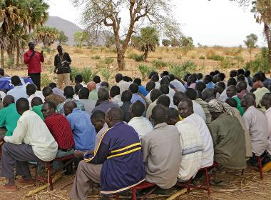En pastorsutbildning i Sudan (personerna på bilden har inget samband med artikeln).