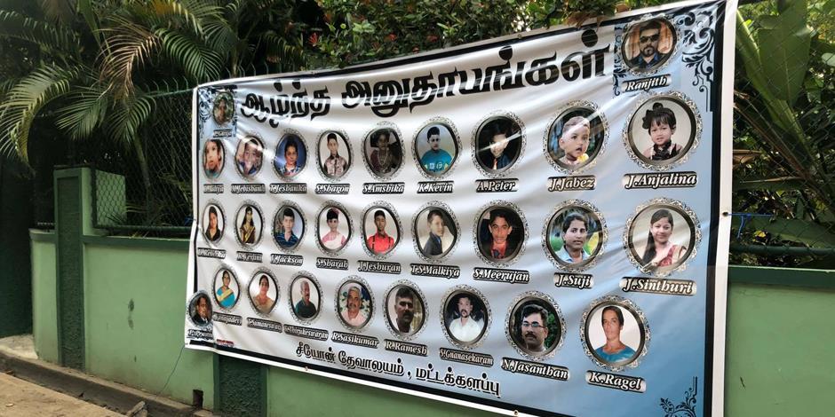 En banderoll som hedrar dödsoffer från Zionkyrkan i Batticaloa.