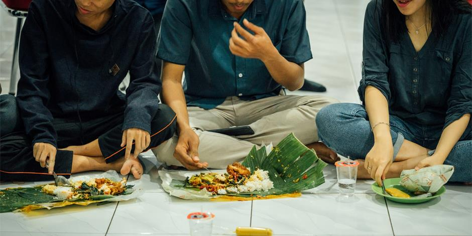 Middag i en av Indonesiens oregistrerade församlingar (personerna på bilden har inget samband med artikeln).