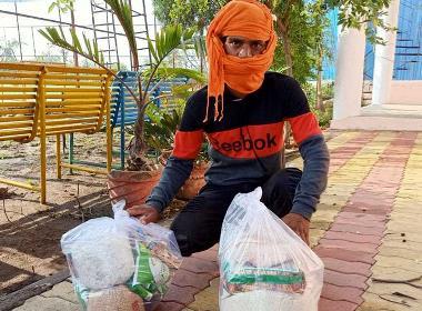 En av de kristna i Indien, som har påverkats av restiktionerna i samband med corona, har fått nödhjälp.