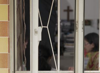 Bibelstudium i en kinesisk husförsamling (personen på bilden har inget samband med texten).