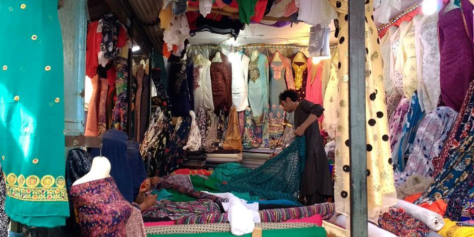 En butik i en basar i Afghanistan (personerna på bilden har inget samband med texten).