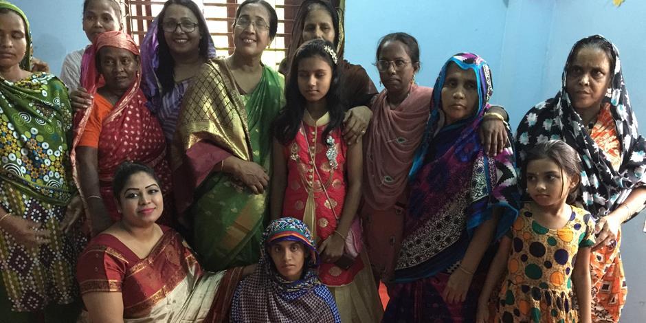 En grupp kvinnor i Bangladesh under en lärjungaträning.