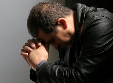 Ibrahim* valde till slut att berätta om sin kristna tro, trots att att han visste att han riskerade att förlora sin familj (mannen på bilden har inget samband med texten).
