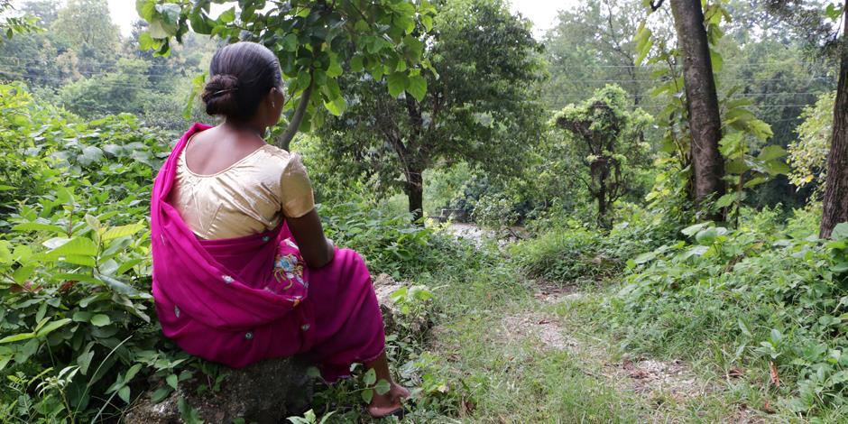 Kirti och hennes man vägrade att lämna Jesus och gå tillbaka till hinduismen. Det fick ett högt pris, hennes man blev till slut dödad av en grupp män från byn.